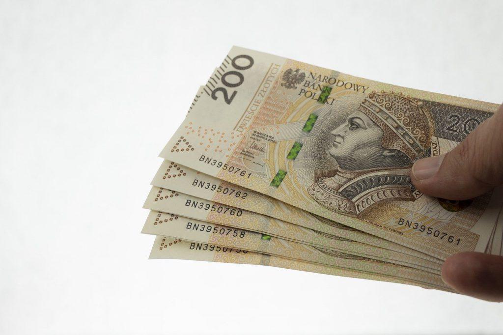 Jak przelać pieniądze z polskiego konta na angielskie